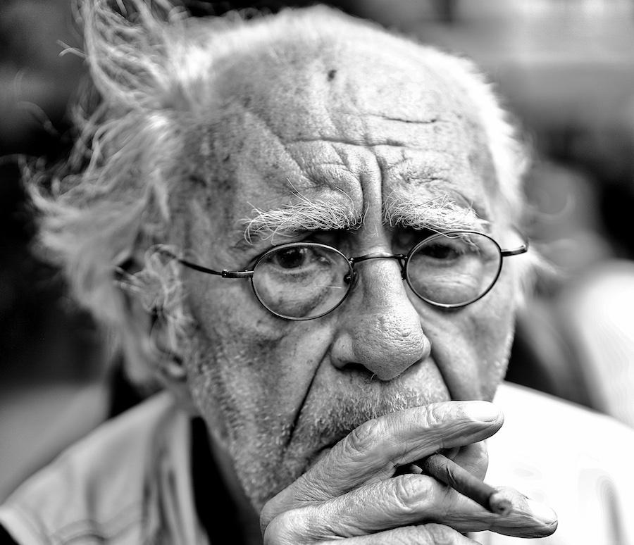 portret-m-sigaar-bril - 1bw1 kopie