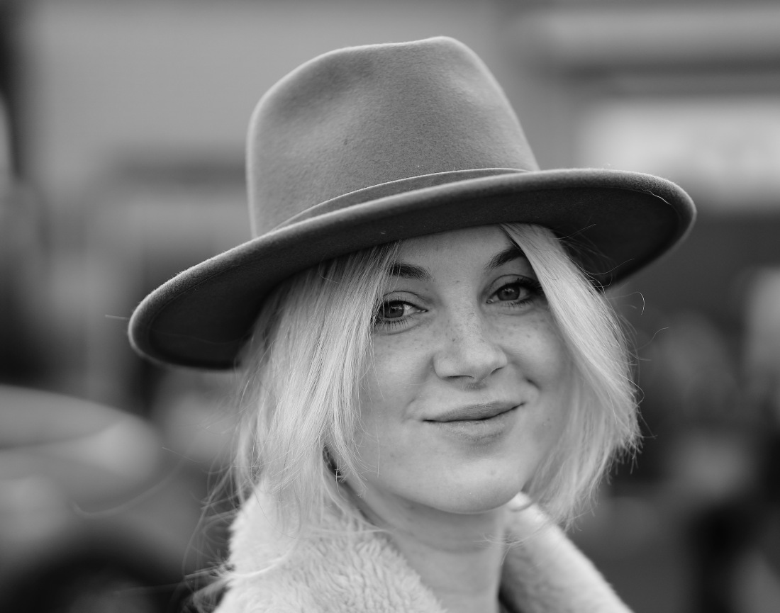 portret-v-hoed-blond - 1 kopie